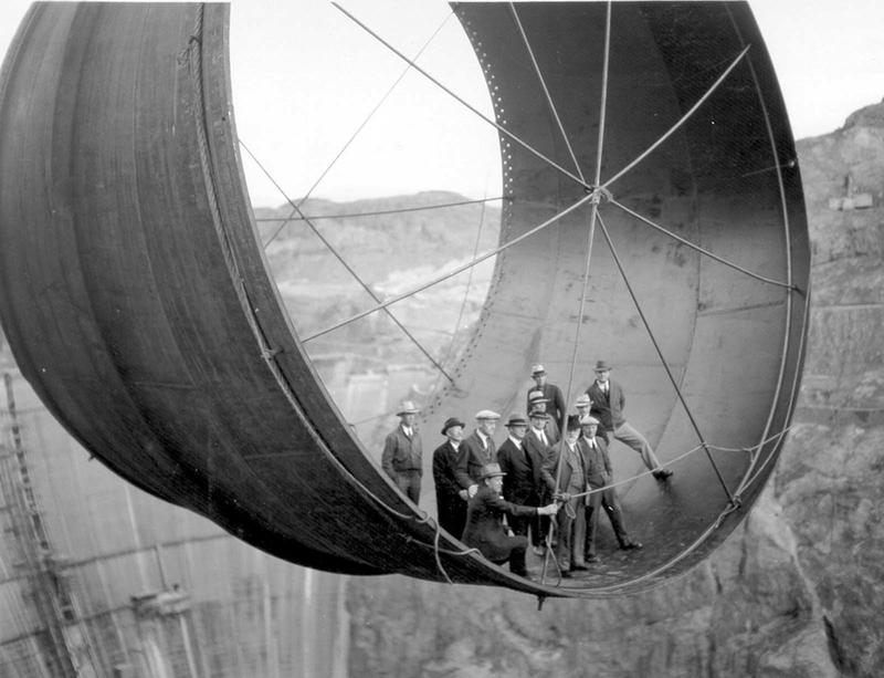 Building the Hoover Dam 12