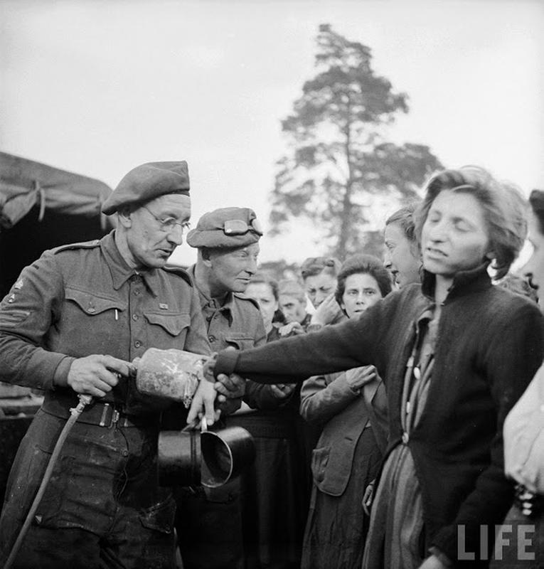 liberation-of-bergen-belsen-concentration-camp-17