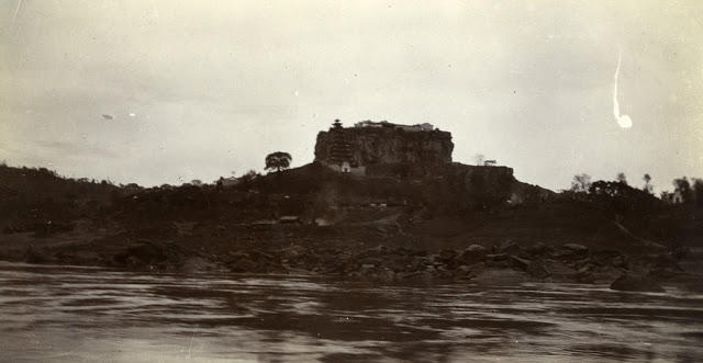 A temple-crowned rock on the Yangtze