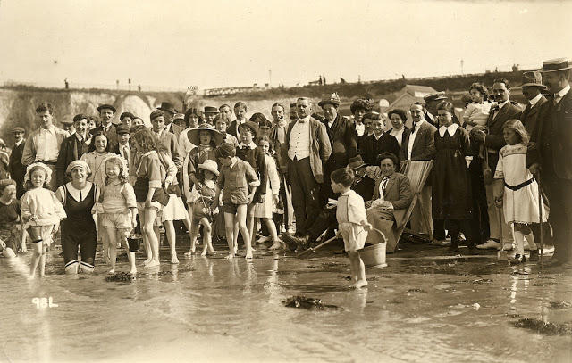 Edwardian Children at Beach 21