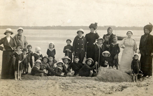 Edwardian Children at Beach 30