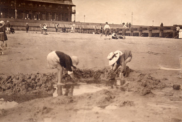 Edwardian Children at Beach 5