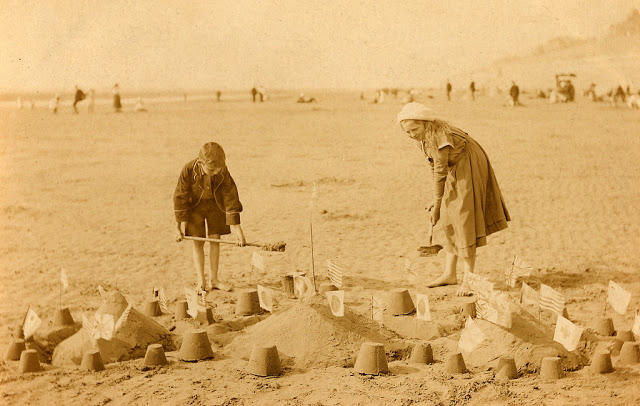 Edwardian Children at Beach 31