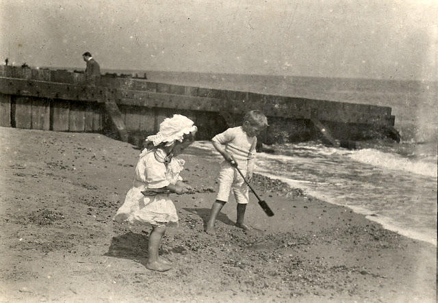 Edwardian Children at Beach 4