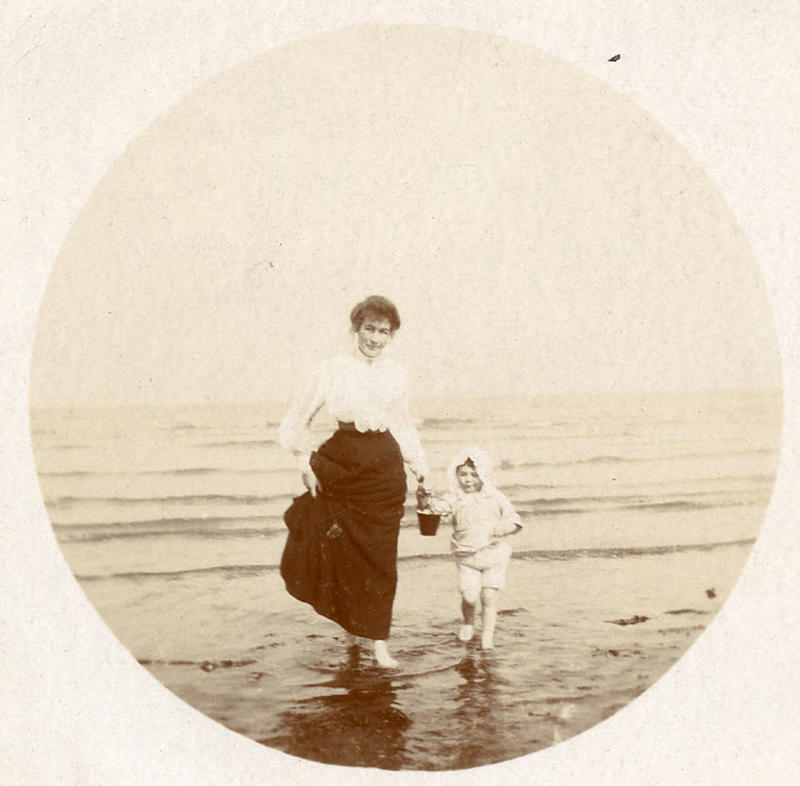 Edwardian Children at Beach 17