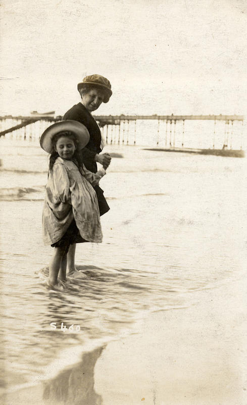 Edwardian Children at Beach 12