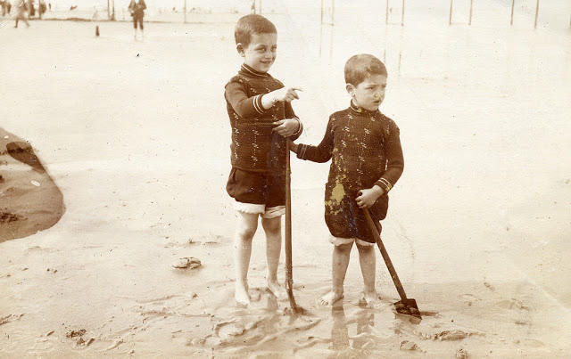 Edwardian Children at Beach 16