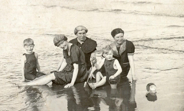 Edwardian Children at Beach 10