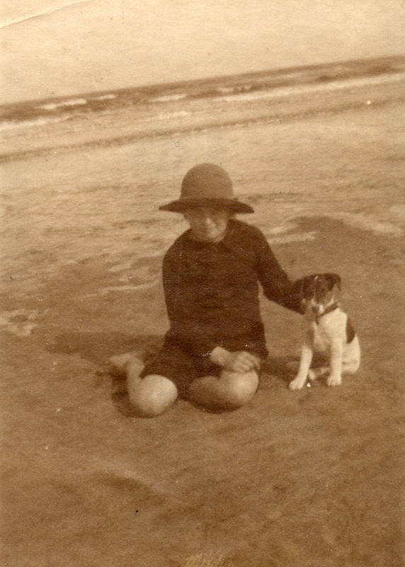Edwardian Children at Beach 13