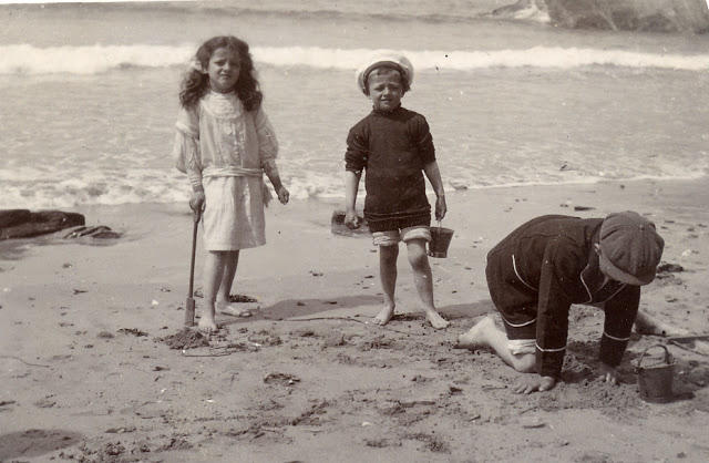 Edwardian Children at Beach 26