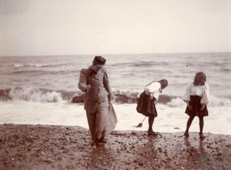 Edwardian Children at Beach 20