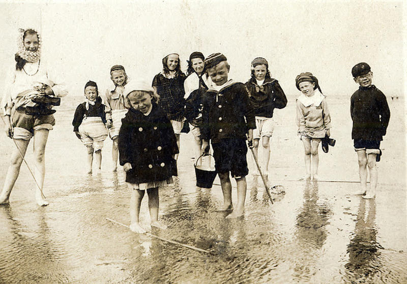 Edwardian Children at Beach 28