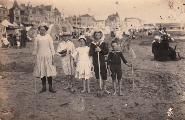 Edwardian Children at Beach 36