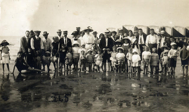 Edwardian Children at Beach 22