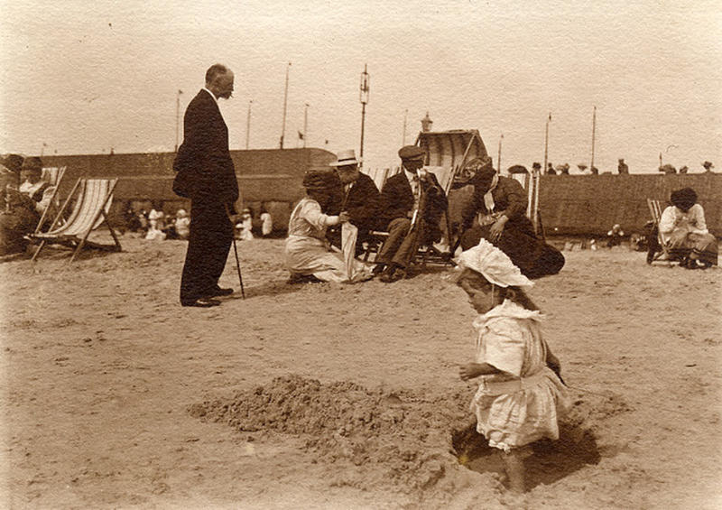Edwardian Children at Beach 3