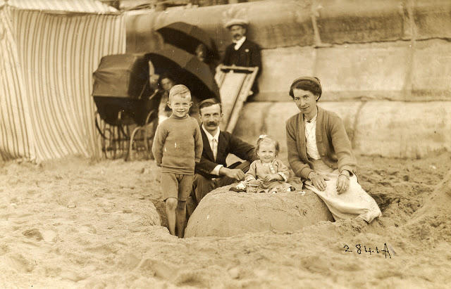Edwardian Children at Beach 27