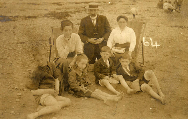 Edwardian Children at Beach 11