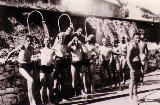 world-war-ii-soldiers-showering-7