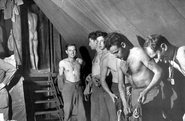 world-war-ii-soldiers-showering-17