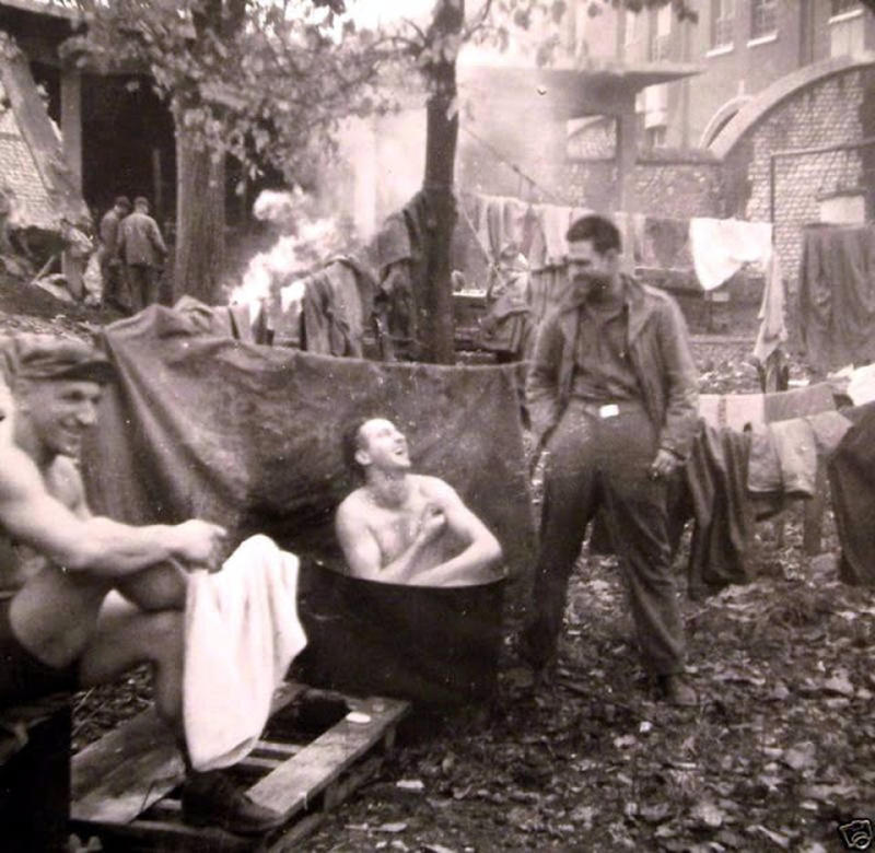 world-war-ii-soldiers-showering-11