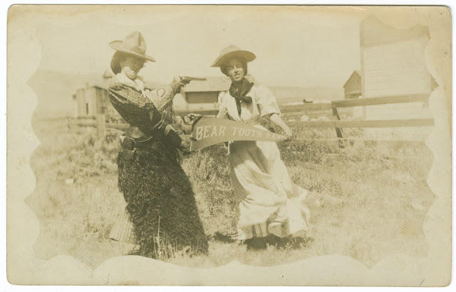 Cowgirls in the early 20th century (2)