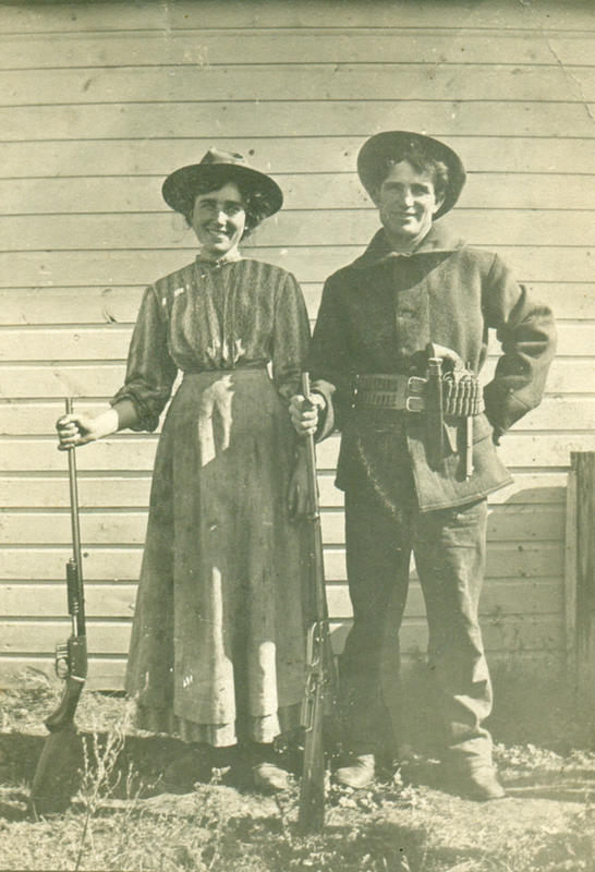 Cowgirls in the early 20th century (12)