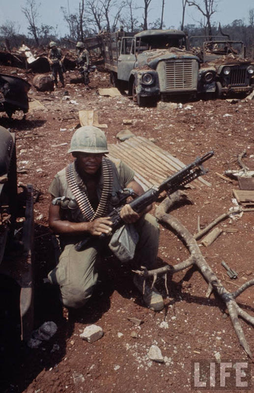 Larry-Burrows-Vietnam-war-photos-22