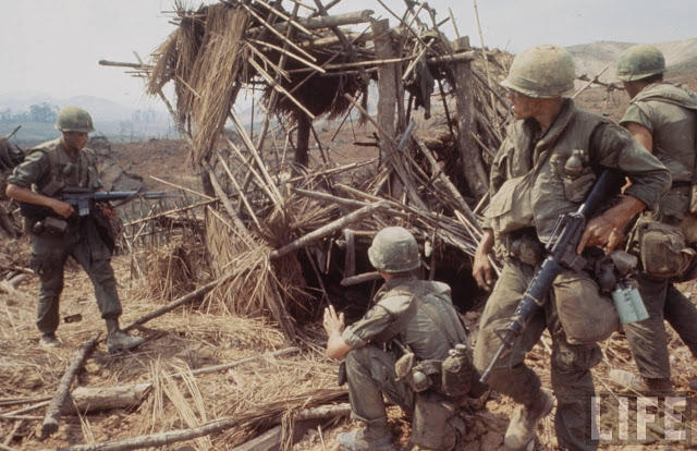 Larry-Burrows-Vietnam-war-photos-53