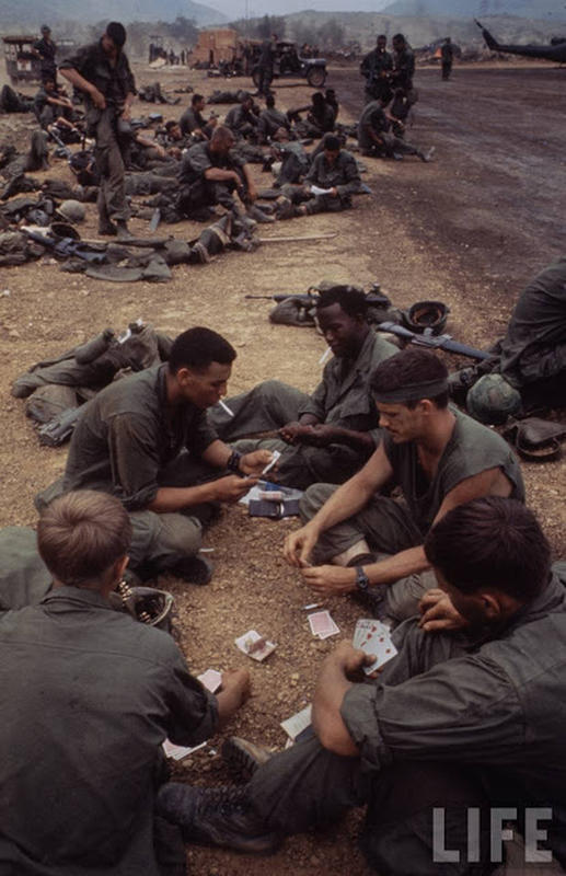 Larry-Burrows-Vietnam-war-photos-69