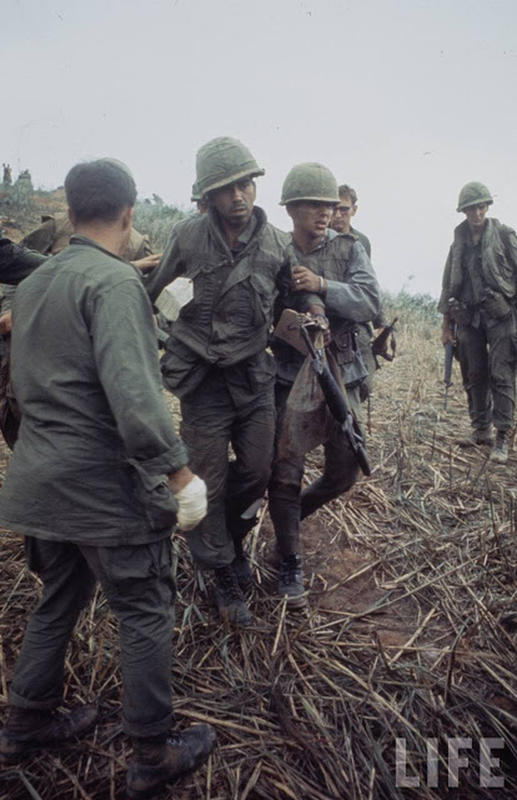 Larry-Burrows-Vietnam-war-photos-31