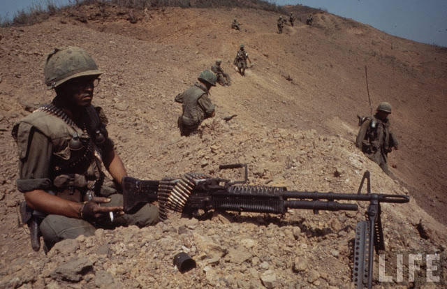Larry-Burrows-Vietnam-war-photos-45