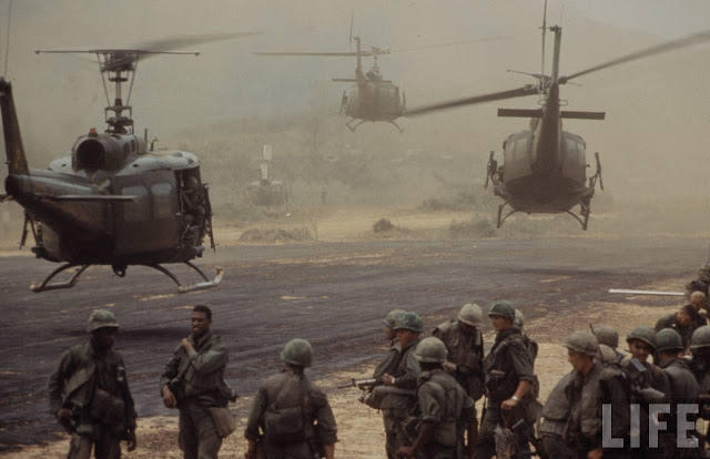 Larry-Burrows-Vietnam-war-photos-52