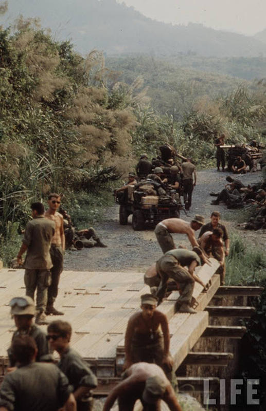 Larry-Burrows-Vietnam-war-photos-3