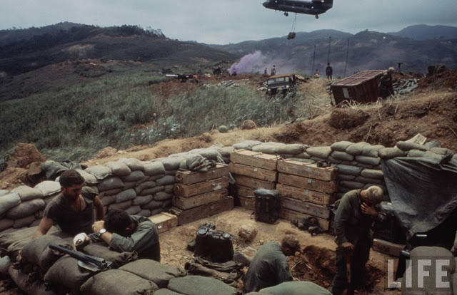Larry-Burrows-Vietnam-war-photos-33
