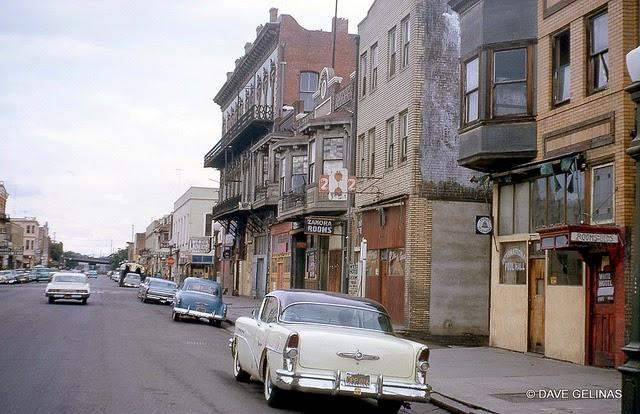 Streets of USA in the 1950s (33)