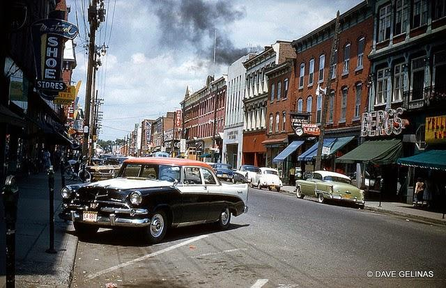 Streets of USA in the 1950s (18)