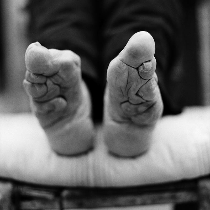 """A Dying Tradition: The Last Living Women With """"Lotus Feet"""