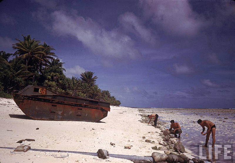 Soldiers-on-Tarawa-1