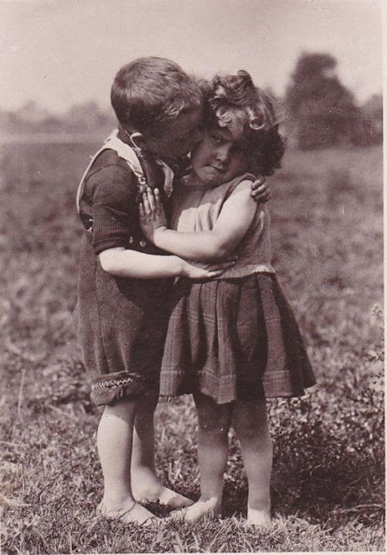 Vintage-First-Kiss-13