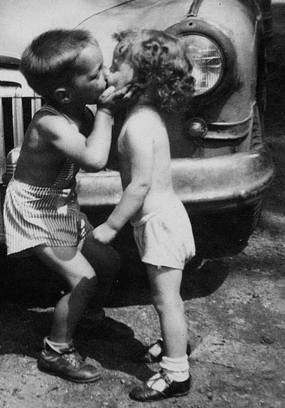 Vintage-First-Kiss-1