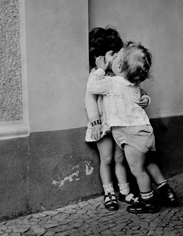 Vintage-First-Kiss-16
